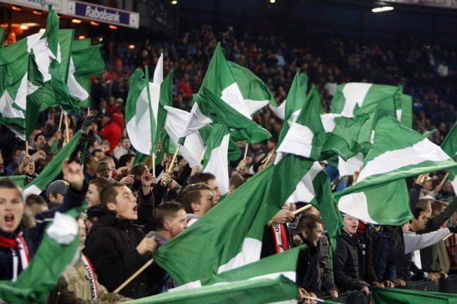 Feyenoord-supporters per trein naar Eindhoven