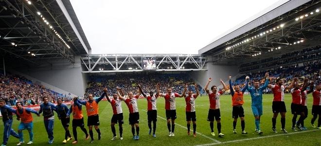 Erwin Mulder en Ruud Vormer na gewonnen duel van Vitesse