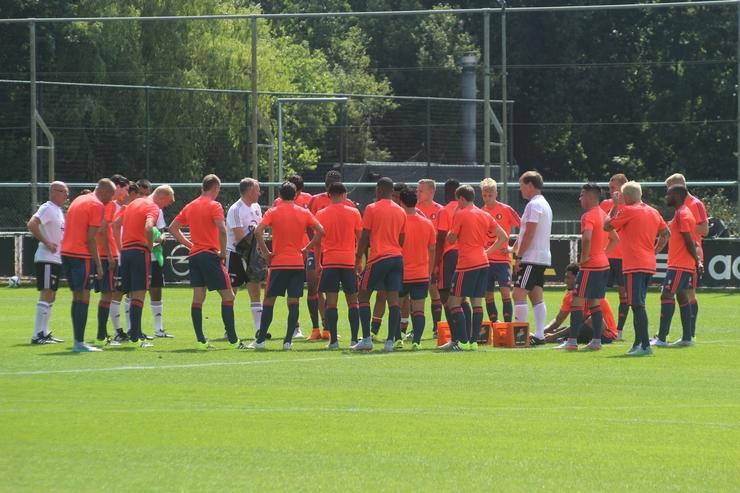 Feyenoord in nieuwe trainingslijn terug op Varkenoord