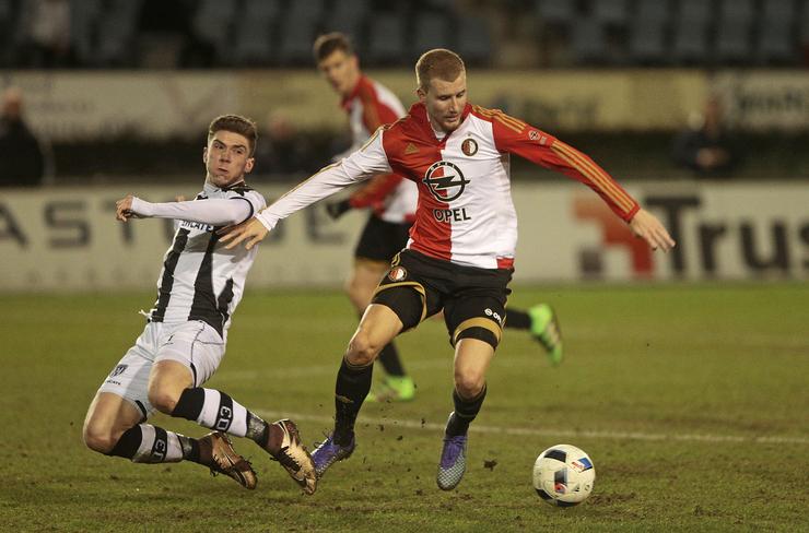 Topper Feyenoord - PSV onder leiding van Nijhuis