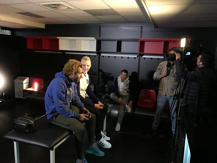 Video: Oud-Feyenoorders genieten van rentree in De Kuip