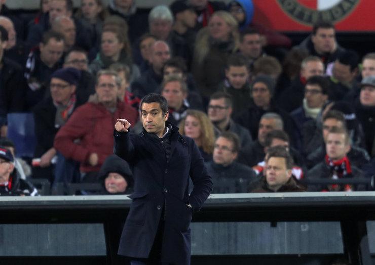 Frustratie en woede onder Feyenoordaanhang, charges op Coolsingel